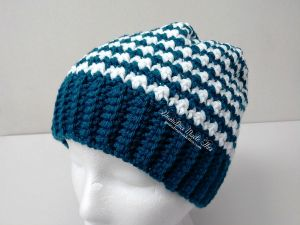Hounds Tooth Stitch Crochet Hat side